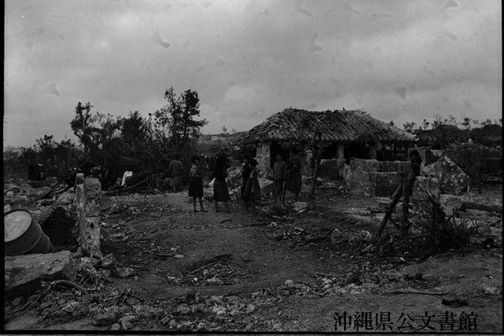 米軍占領後の収容所内での生活風景。