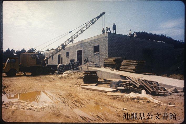 機能強化のために工事が行われた嘉手納飛行場の様子。